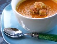 Aštri morkų sriuba su česnakiniais skrebučiais