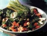 Ispaniškos salotos su kapariais ir alyvuogėmis