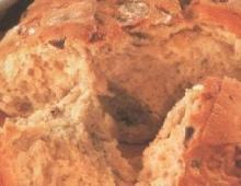 Alyvuogių ir raudonėlio duona