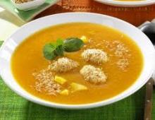 Karoteninė persikų Gaspacho
