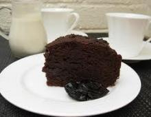 Šokolado ir džiovintų slyvų pyragas