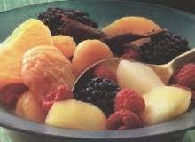 Džiovintų vaisių salotos su vasarinėmis uogomis