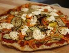 Pica su daržovėmis, keptomis ant grotelių
