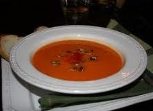 Saldžiųjų bulvių ir raudonų saldžiųjų pipirų sriuba