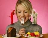 Patarimai, kaip per šventes nepriaugti svorio