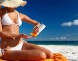 Saulės vonios žaloja odą labiau nei rūkymas
