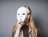 Mergaitės ir autizmas: vaikystėje nediagnozuotas autizmas virsta vidine kova suaugusios moters gyvenime