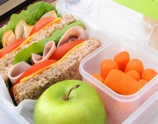 Naudingi patarimai, kaip rūpintis vaiko mityba per mokslo metus