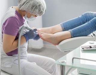 Pėdų priežiūros specialistė: įaugęs nagas gali sukelti rimtų problemų