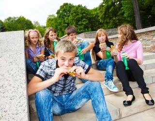 Moksleiviai pietums labiausiai nori nesveiko maisto – renkasi kebabines